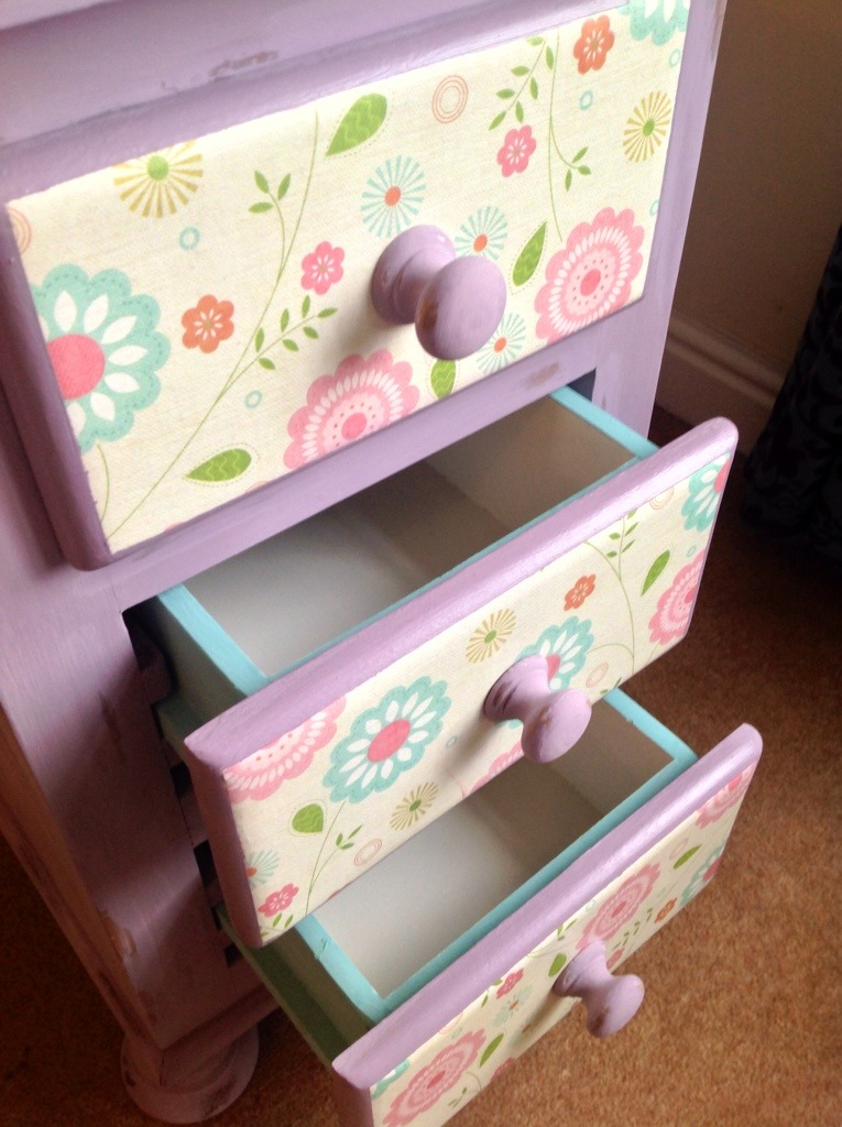 A light colour inside the drawers makes it easier to find what you're looking for!